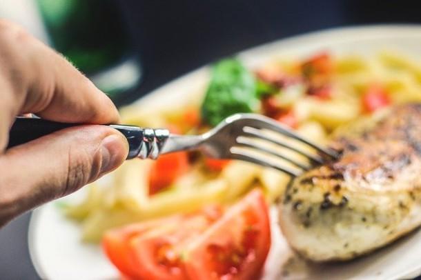 Nowy trend żywieniowy! Dieta pegan – z czym się ją je?