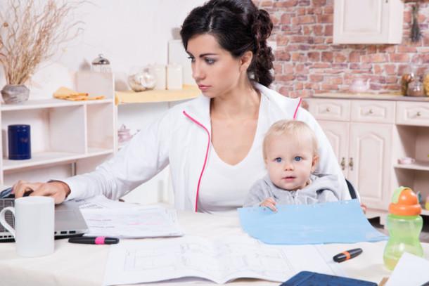 Dziecko czy praca – co wybierają młodzi po studiach?