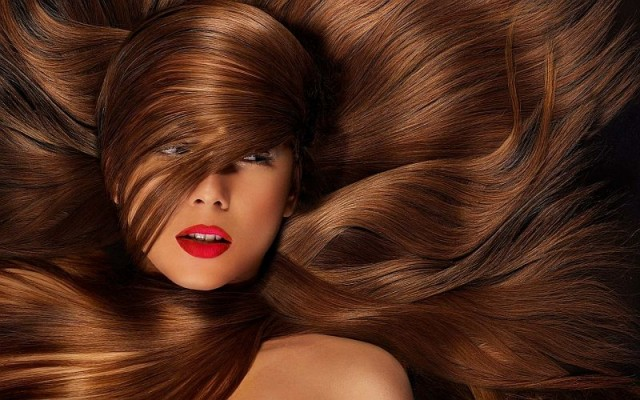 Włosy blond, brązowe, a może czarne? Dopasuj idealny kolor włosów dla siebie!