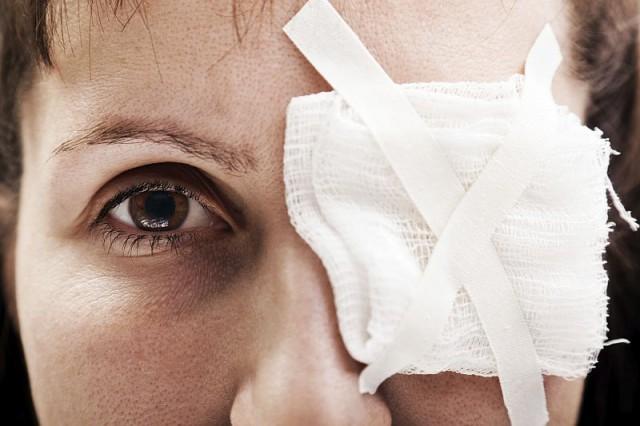 Pierwsza pomoc przy mechanicznych urazach oka