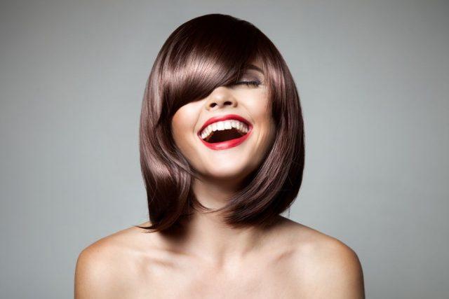 Czekoladowy brąz na włosach – farbowanie i pielęgnacja