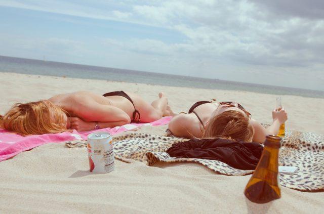 Skóra na urlopie – jak ustrzec się problemów na wakacjach?