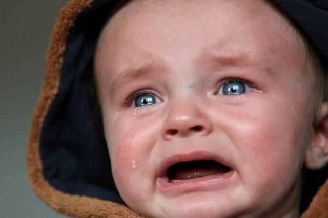 Gdy malucha boli gardło – czy jest się czego bać?