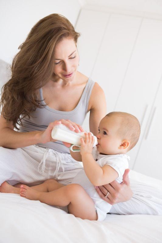 Przejście z karmienia piersią na mleko modyfikowane