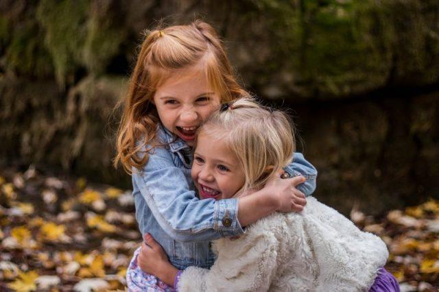 Zaburzenia integracji sensorycznej – jakie objawy mogą wystąpić u naszych dzieci